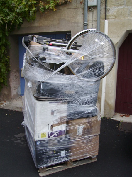 Euro Moving - Shrink-wrapped pallet removal service